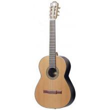 Классическая гитара с пъезозвукоснимателем Admira 2000 FI